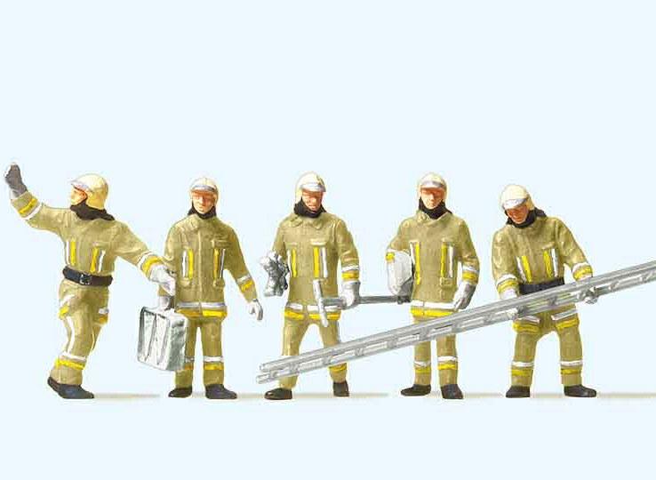 324-10770 Feuerwehrmänner - Eintreffen a