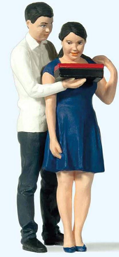324-44930 Junges Paar Preiser Modellbau,