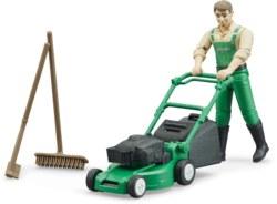 200-62103 Gärtner mit Rasenmäher und Gar