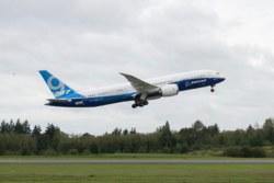 318-500787021 1:144 Boeing 787-9 Zvezda Mode