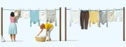 324-44936 Frauen beim Wäscheaufhängen Pr