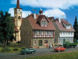 326-47643 Wohnhaus mit Storchennest   Vo