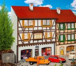 328-331777 Stadt-Reliefhaus Boutique